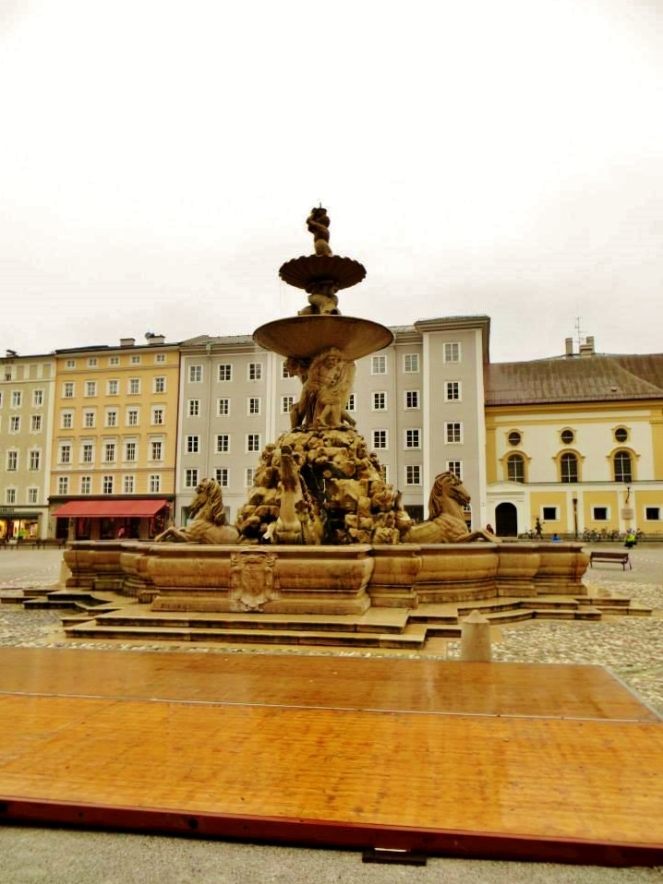 The Residenzbrunnen fountain, or Horse Fountain — at Residenzplatz.