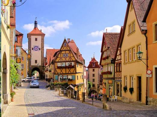 All pics from http://www.bavaria.travel/the-romantic-road-bavaria-germany
