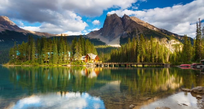 Emerald Lake Lodge on the shores of Emerald Lake, Yoho National Park (iStockphoto.com/Glowing Earth Photography)