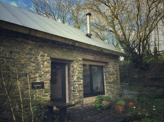 The exterior of the stone cottage Cuddfan