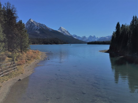 lake in the Canadian Rockies, Jasper National Park, Maligne Lake, mountains